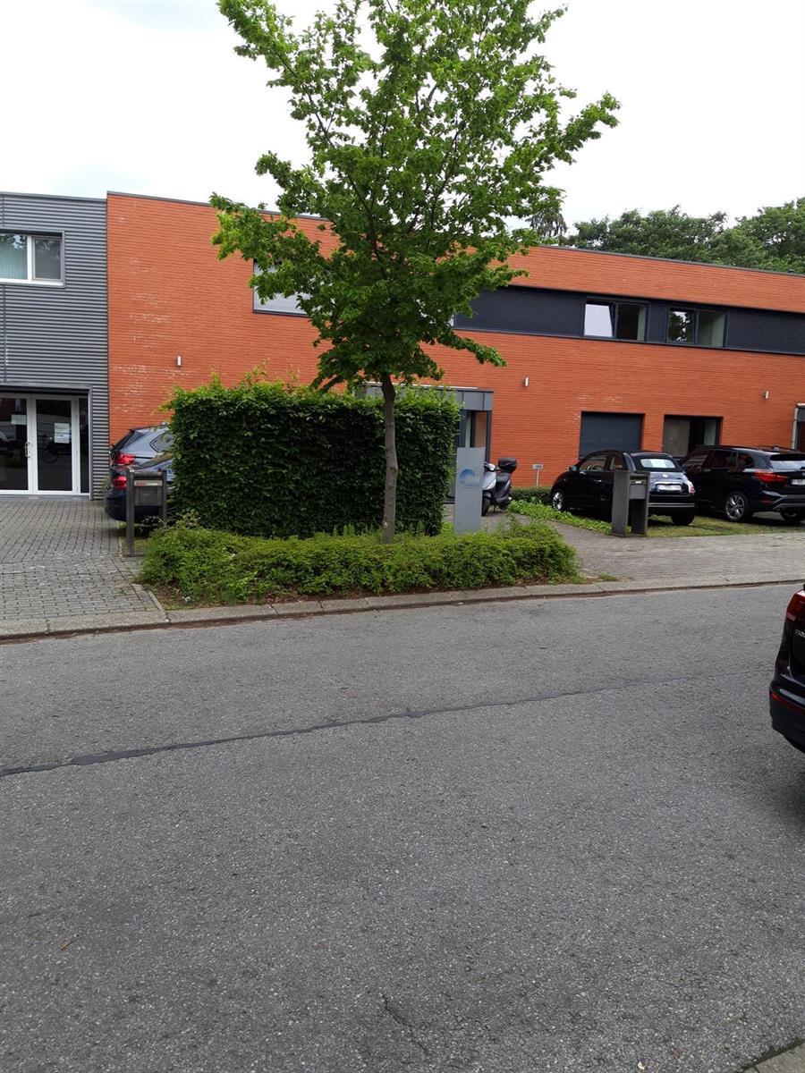 kantoren & magazijn te huur Kantoor 139m² en Magazijn 177m² - 2540 Hove, België 4