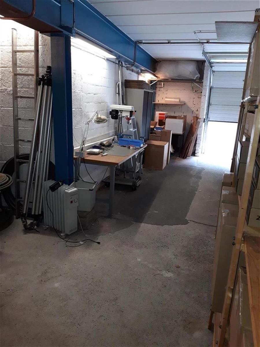 kantoren & magazijn te huur Kantoor 139m² en Magazijn 177m² - 2540 Hove, België 12