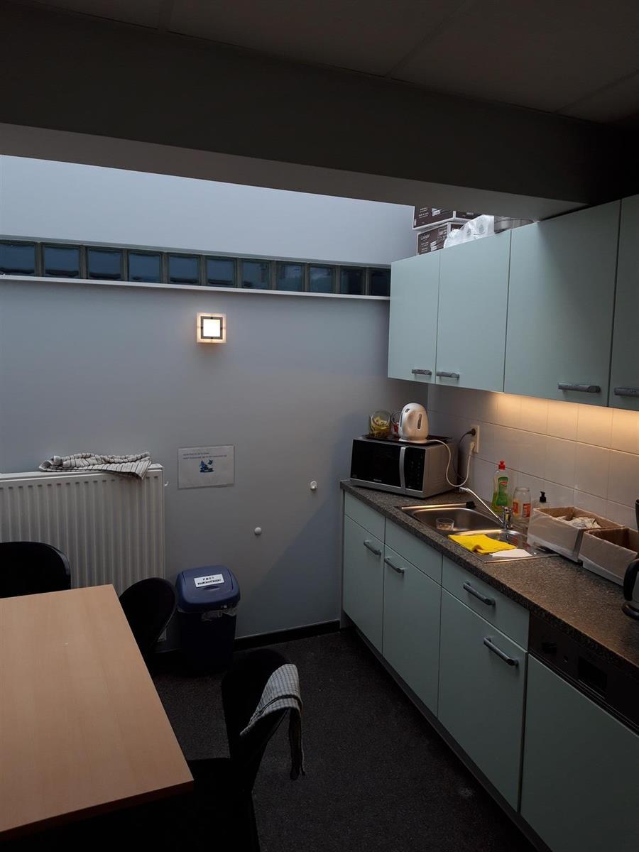 kantoren & magazijn te huur Kantoor 139m² en Magazijn 177m² - 2540 Hove, België 24