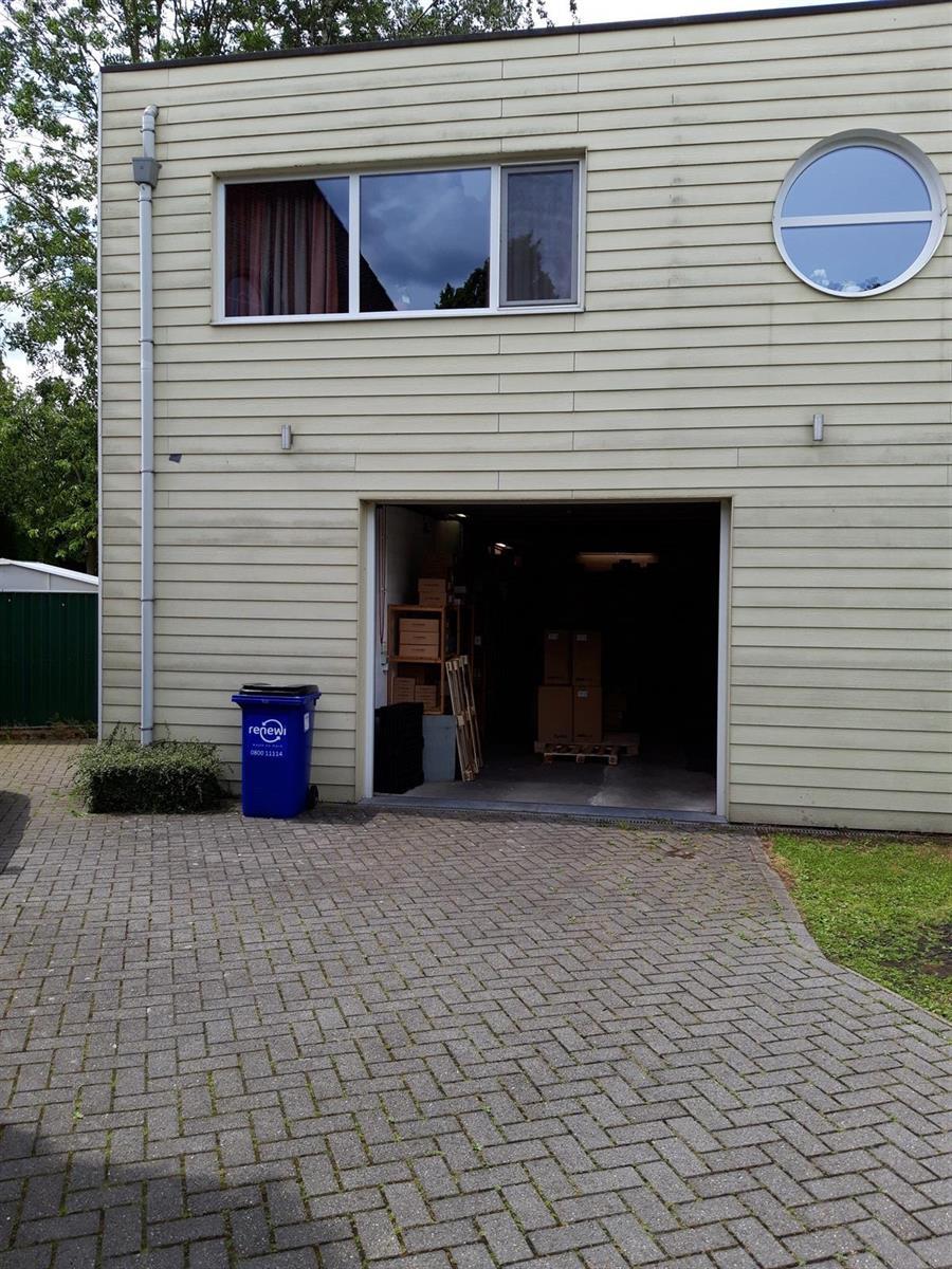 kantoren & magazijn te huur Kantoor 139m² en Magazijn 177m² - 2540 Hove, België 7