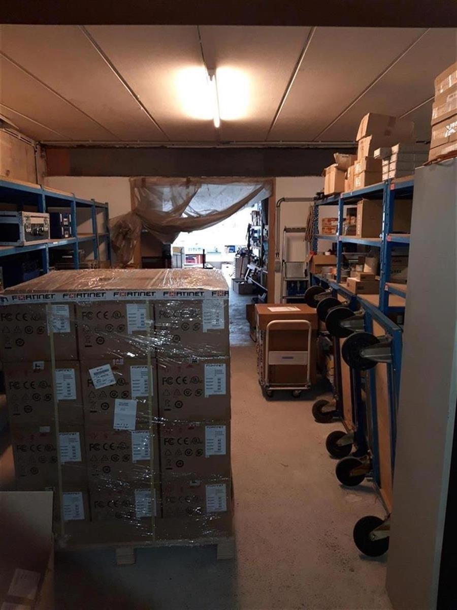 kantoren & magazijn te huur Kantoor 139m² en Magazijn 177m² - 2540 Hove, België 11