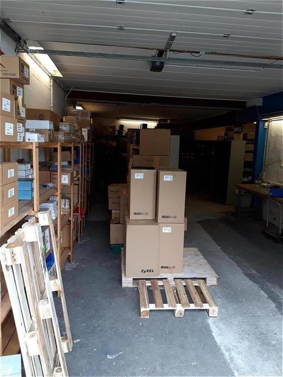 kantoren & magazijn te huur Kantoor 139m² en Magazijn 177m² - 2540 Hove, België 8