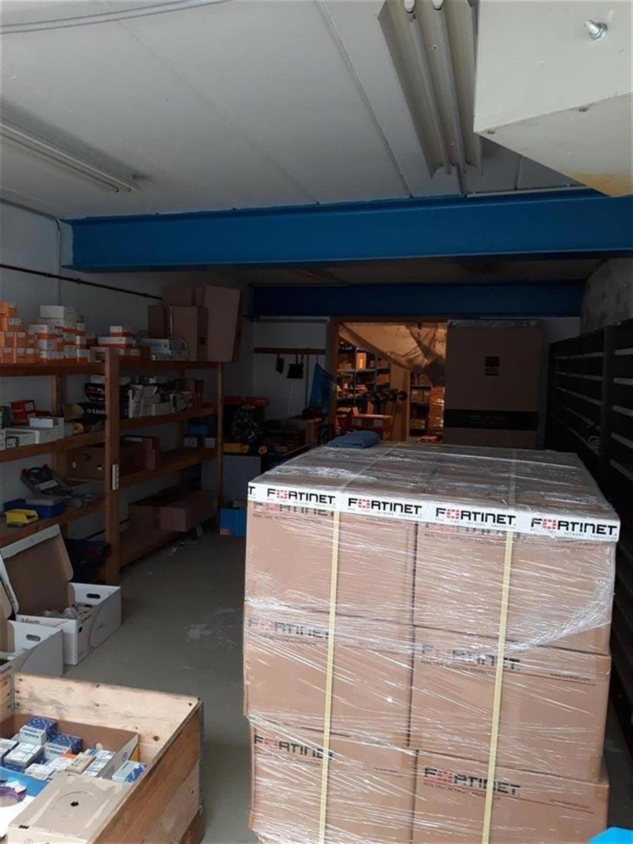 kantoren & magazijn te huur Kantoor 139m² en Magazijn 177m² - 2540 Hove, België 10
