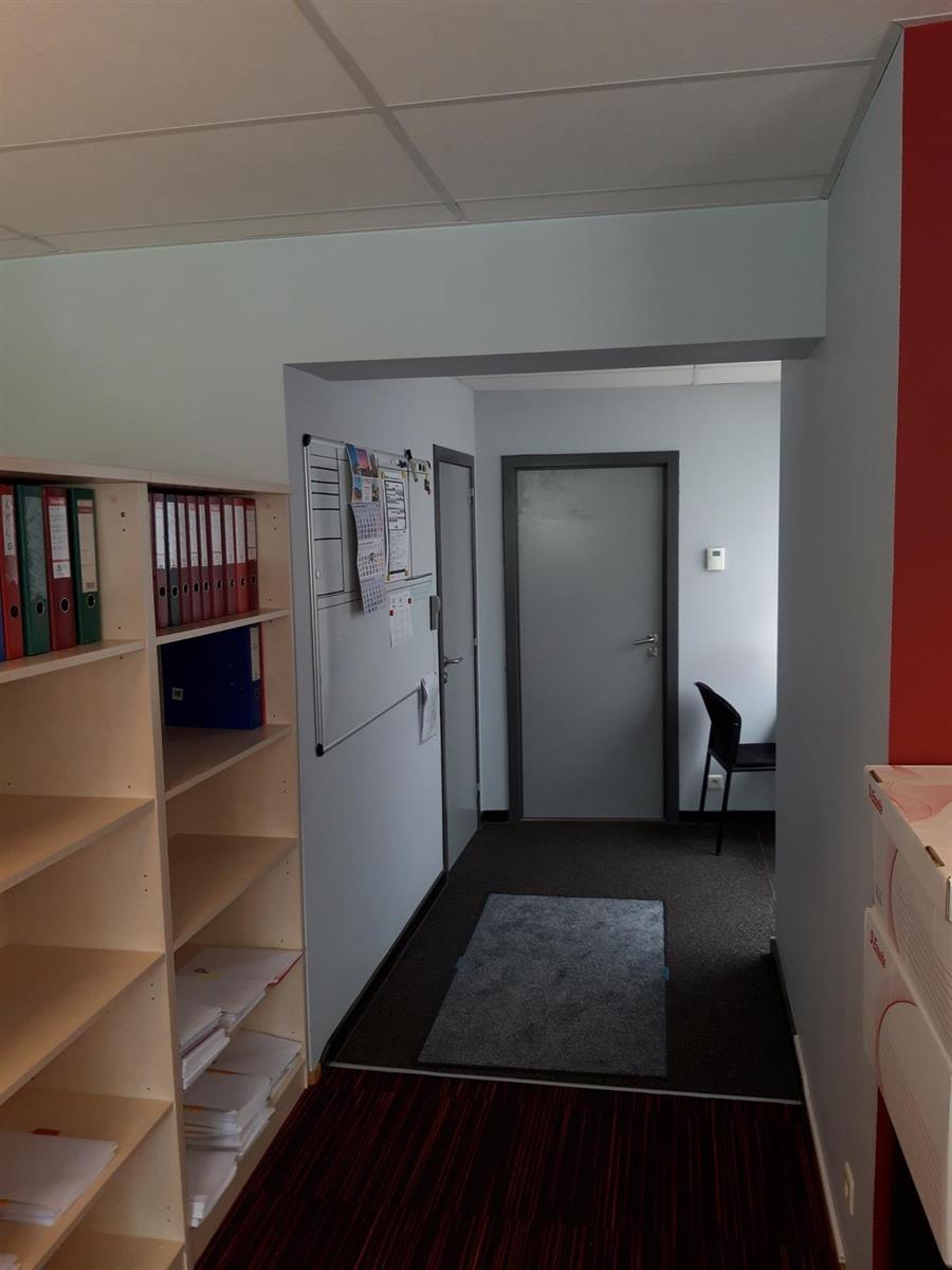 kantoren & magazijn te huur Kantoor 139m² en Magazijn 177m² - 2540 Hove, België 23