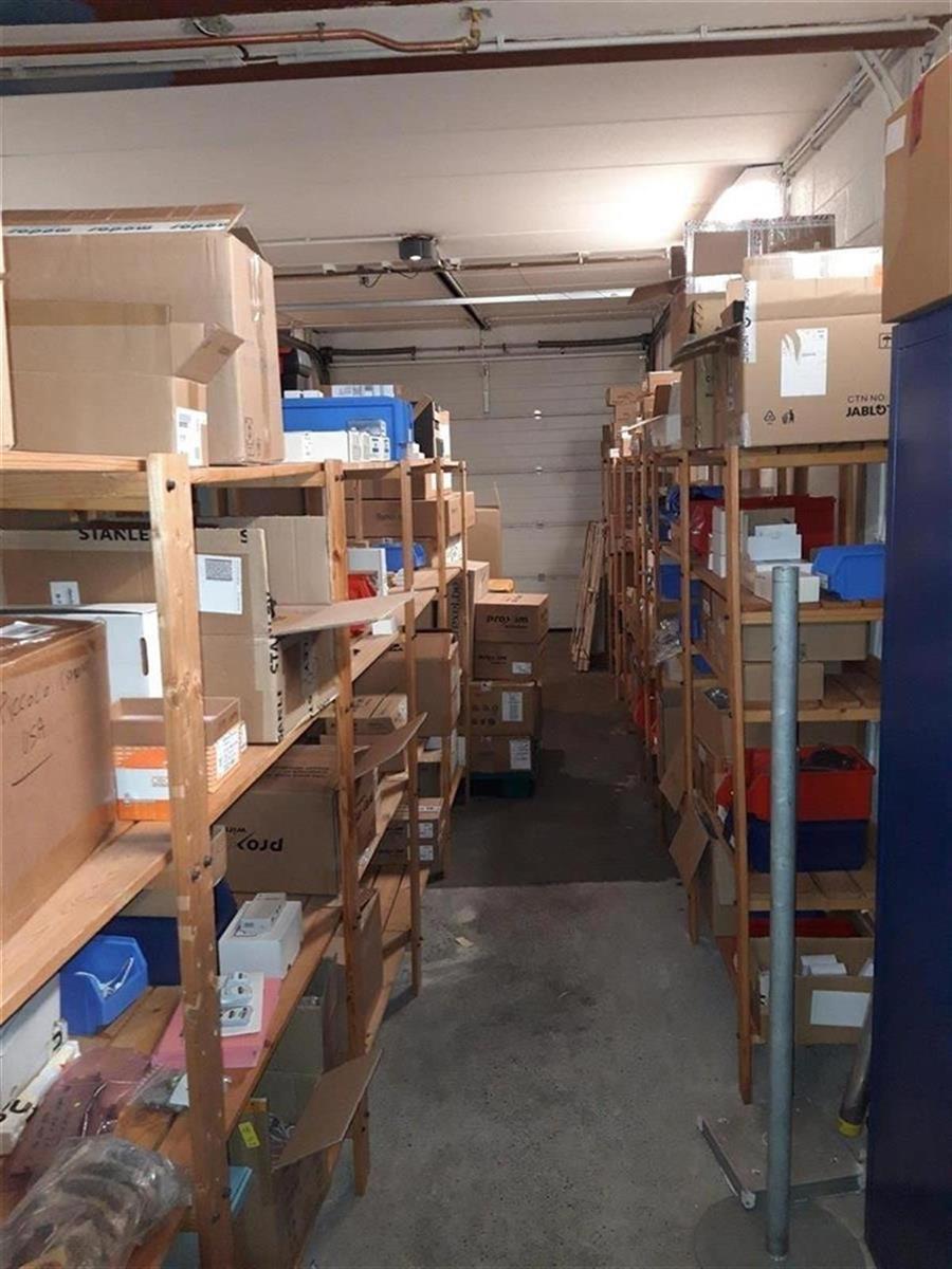 kantoren & magazijn te huur Kantoor 139m² en Magazijn 177m² - 2540 Hove, België 9