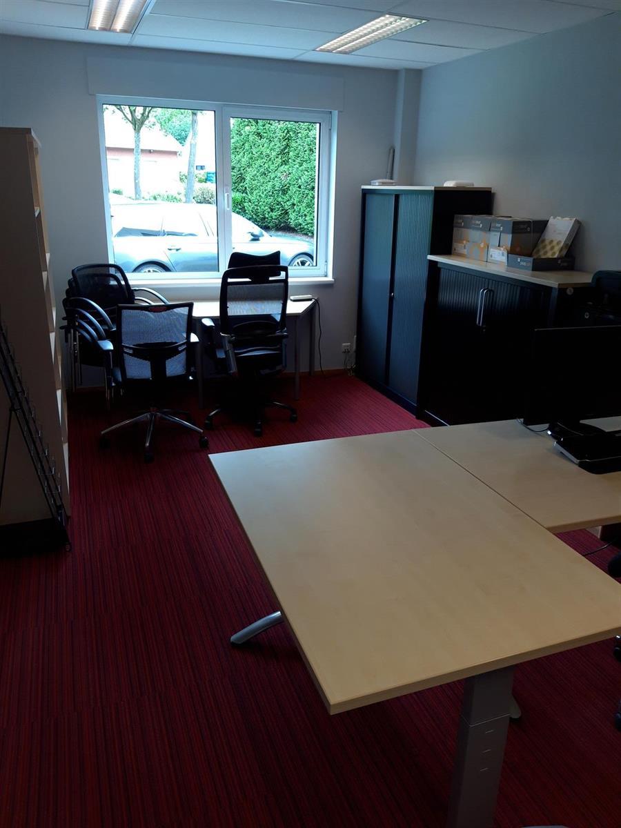 kantoren & magazijn te huur Kantoor 139m² en Magazijn 177m² - 2540 Hove, België 17