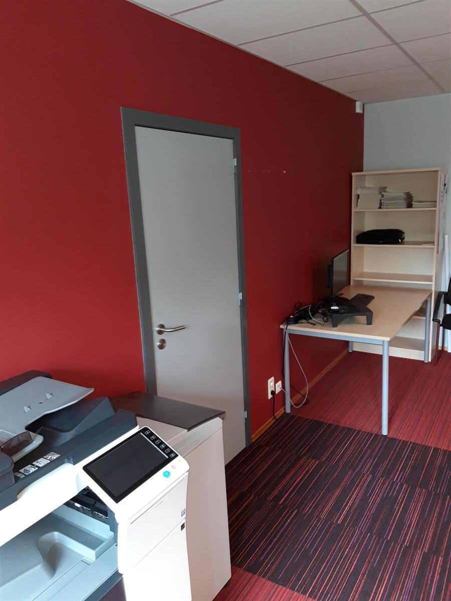 kantoren & magazijn te huur Kantoor 139m² en Magazijn 177m² - 2540 Hove, België 15