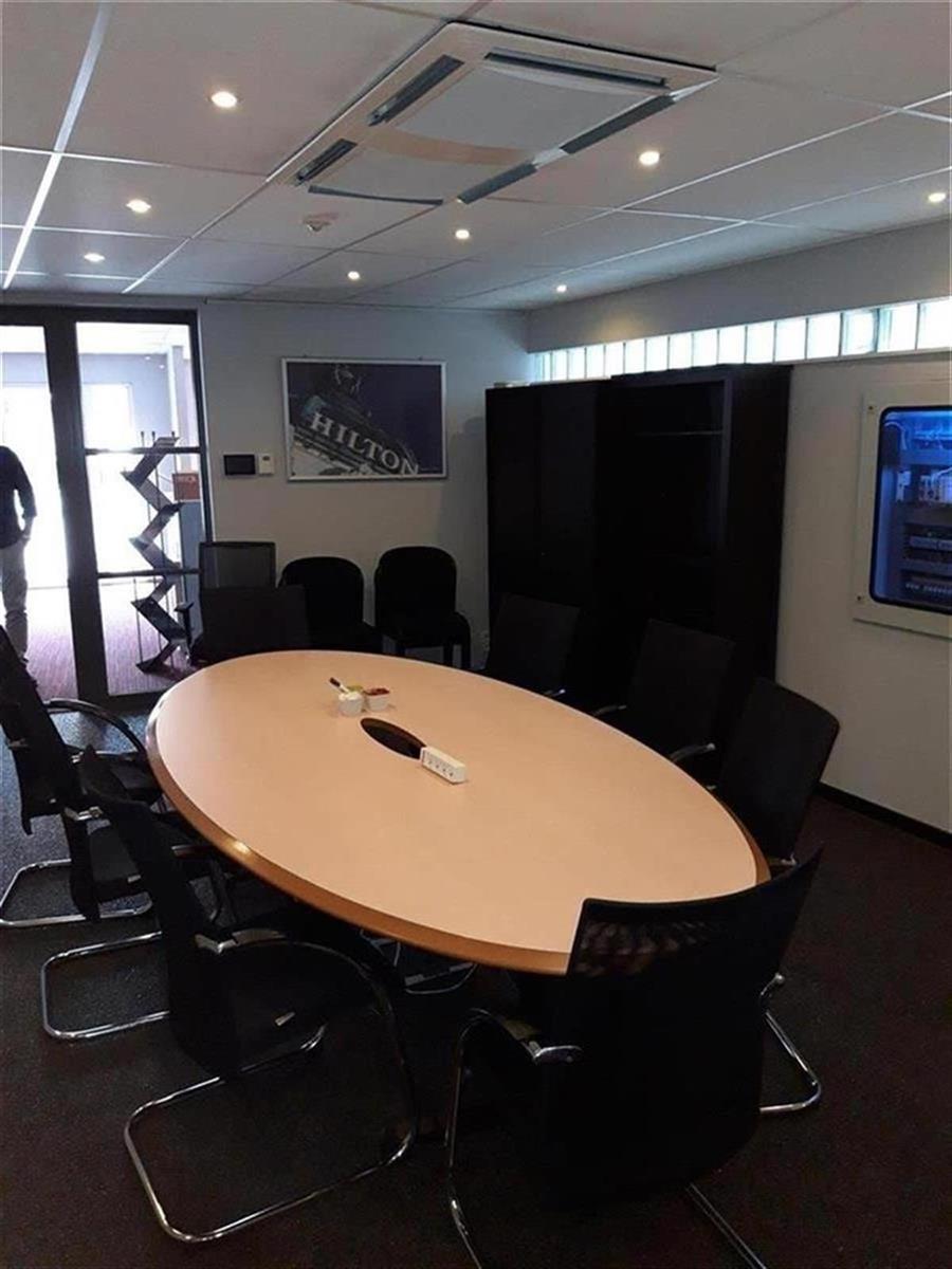 kantoren & magazijn te huur Kantoor 139m² en Magazijn 177m² - 2540 Hove, België 19