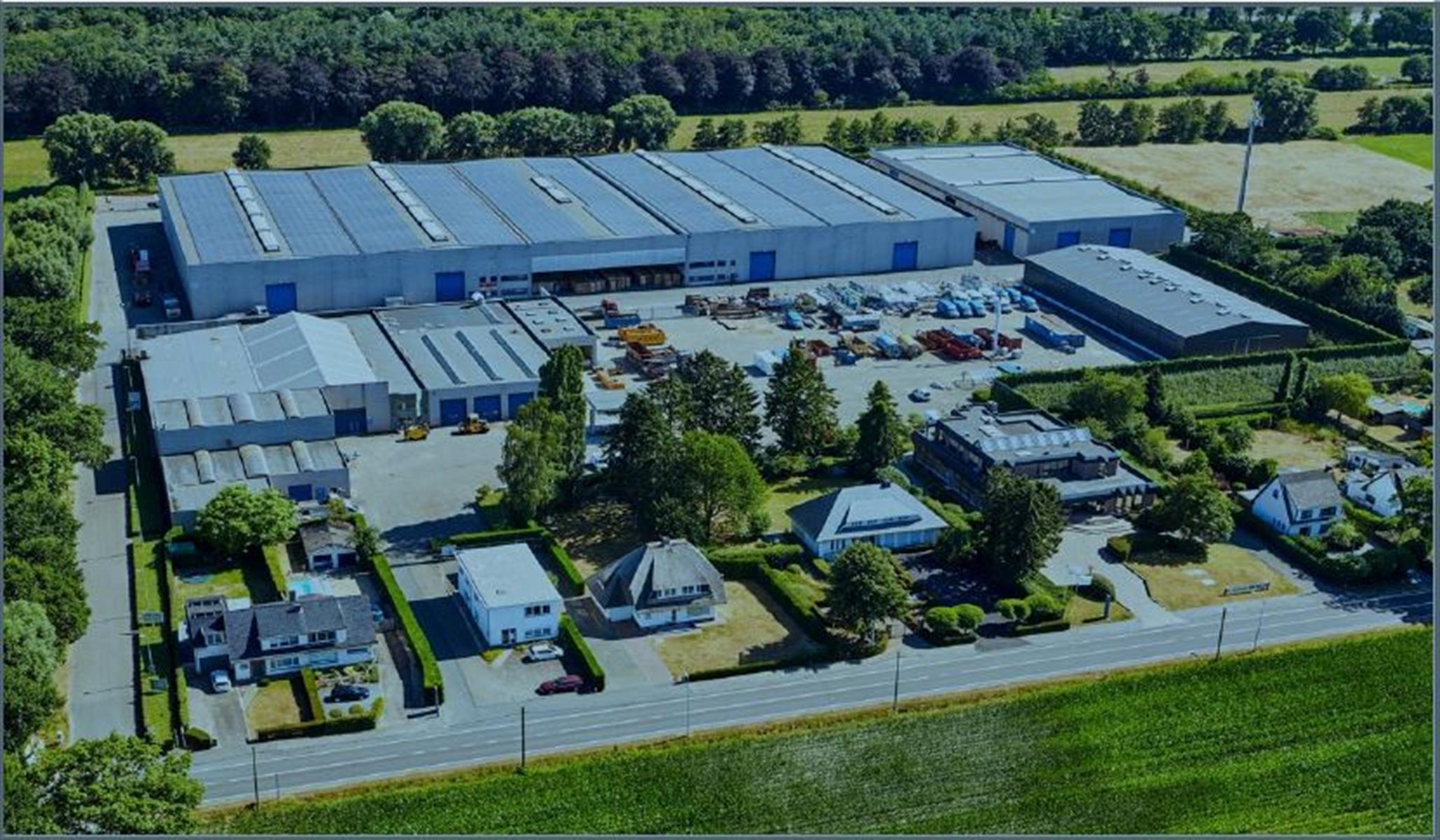 industrieel gebouw te huur KMO UNIT 1620m² MEERDERE LOADING DOCKS te KAPELLEN (B002) 1640m² - 2950 Kapellen, België 1