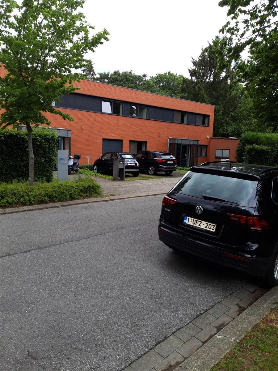 kantoor te huur Kantoor 139m² met Magazijn 177m² (Opsplitsbaar) - 2540 Hove, België 2