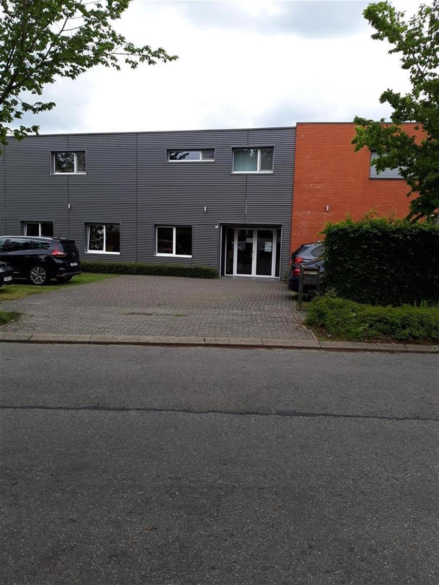 kantoor te huur Kantoor 139m² met Magazijn 177m² Hoverheide 6C