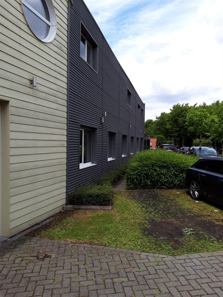 kantoor te huur Kantoor 139m² met Magazijn 177m² (Opsplitsbaar) - 2540 Hove, België 6