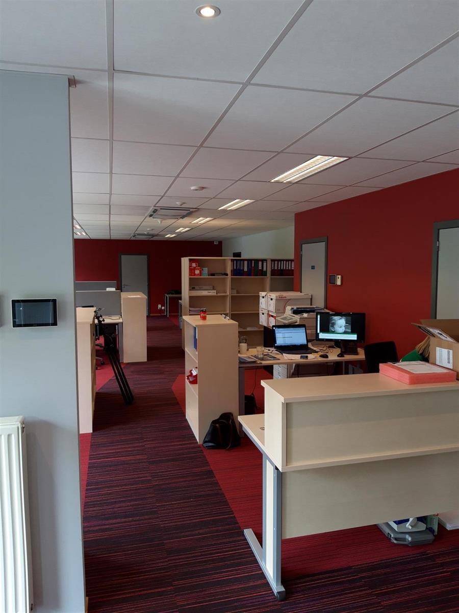 kantoor te huur Kantoor 139m² met Magazijn 177m² (Opsplitsbaar) - 2540 Hove, België 21