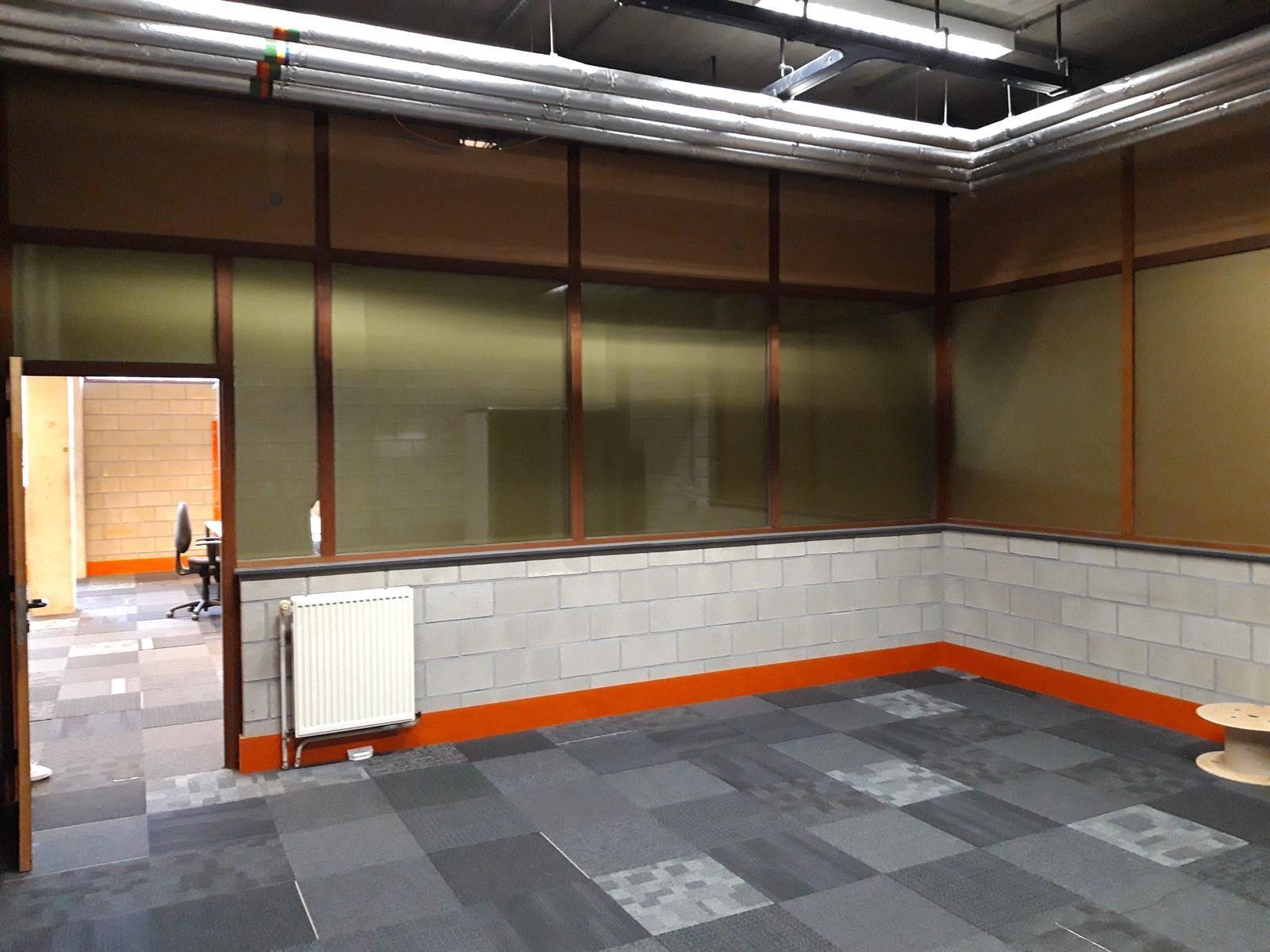 kantoren & magazijn te huur Magazijn (250m²) met Kantoor (180m²) Blarenberglaan 6