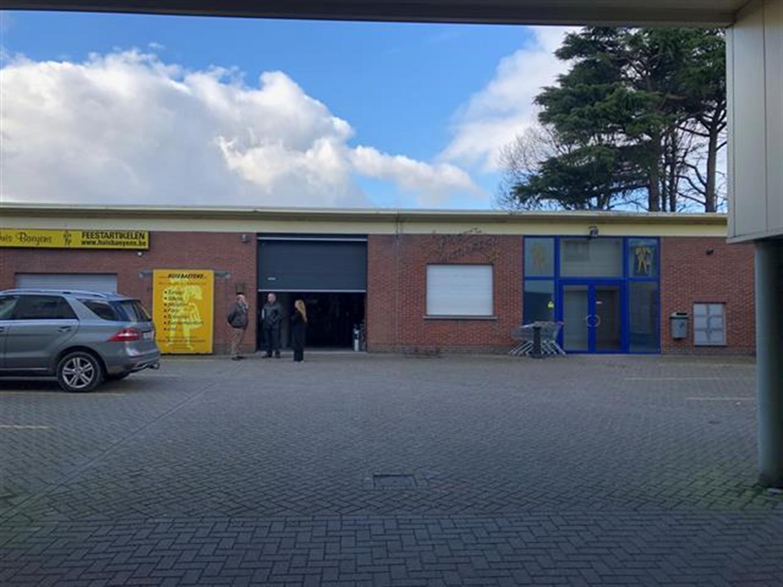 kantoren & magazijn te huur VV2004 - Kantoor en magazijnruimte - Autolei 273, 2160 Wommelgem, België 2