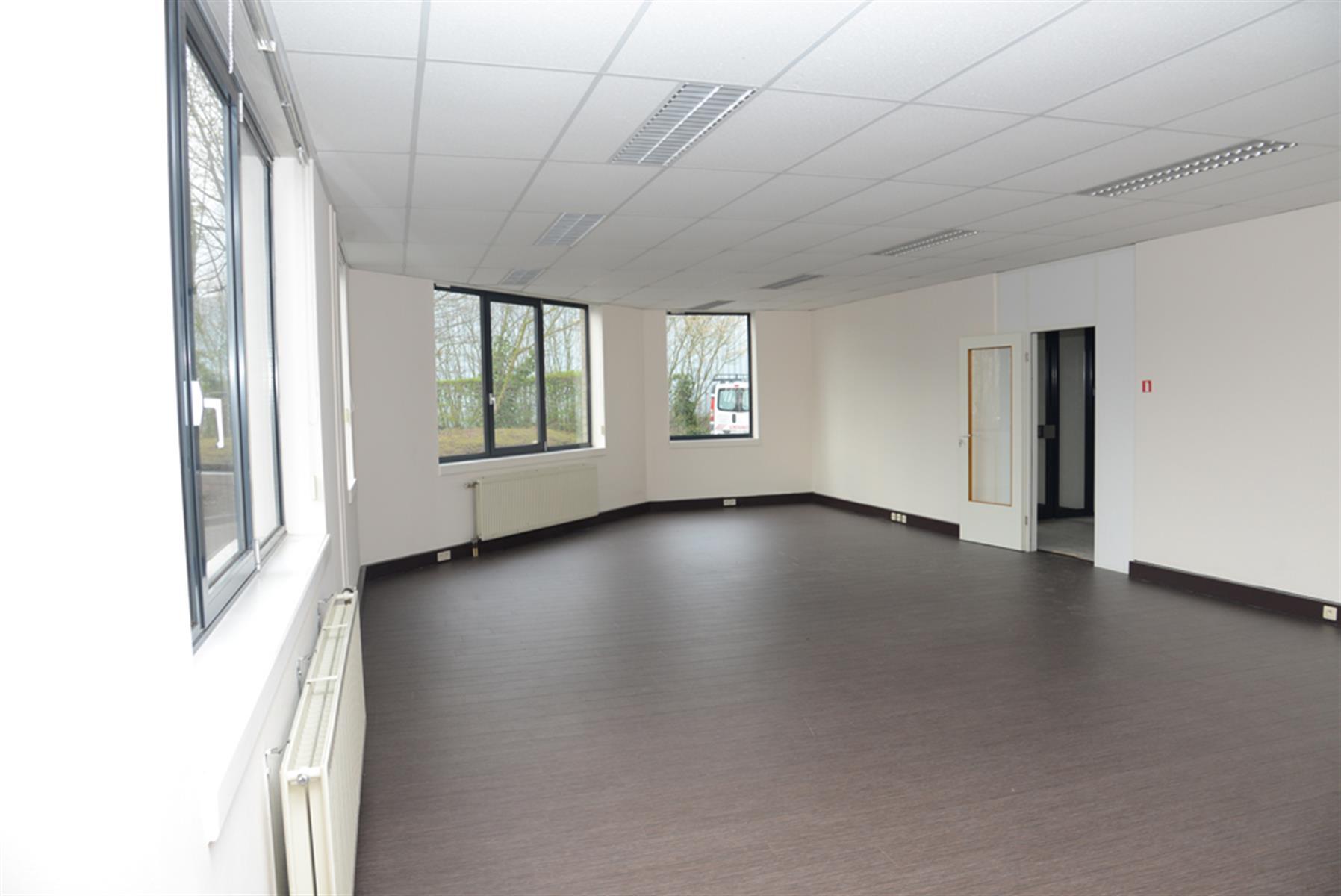 gebouw voor gemengd gebruik te huur UNIT H : MAGAZIJN 547m² MET KANTOOR 288m² - Ingberthoeveweg 3, 2630 Aartselaar, België 5