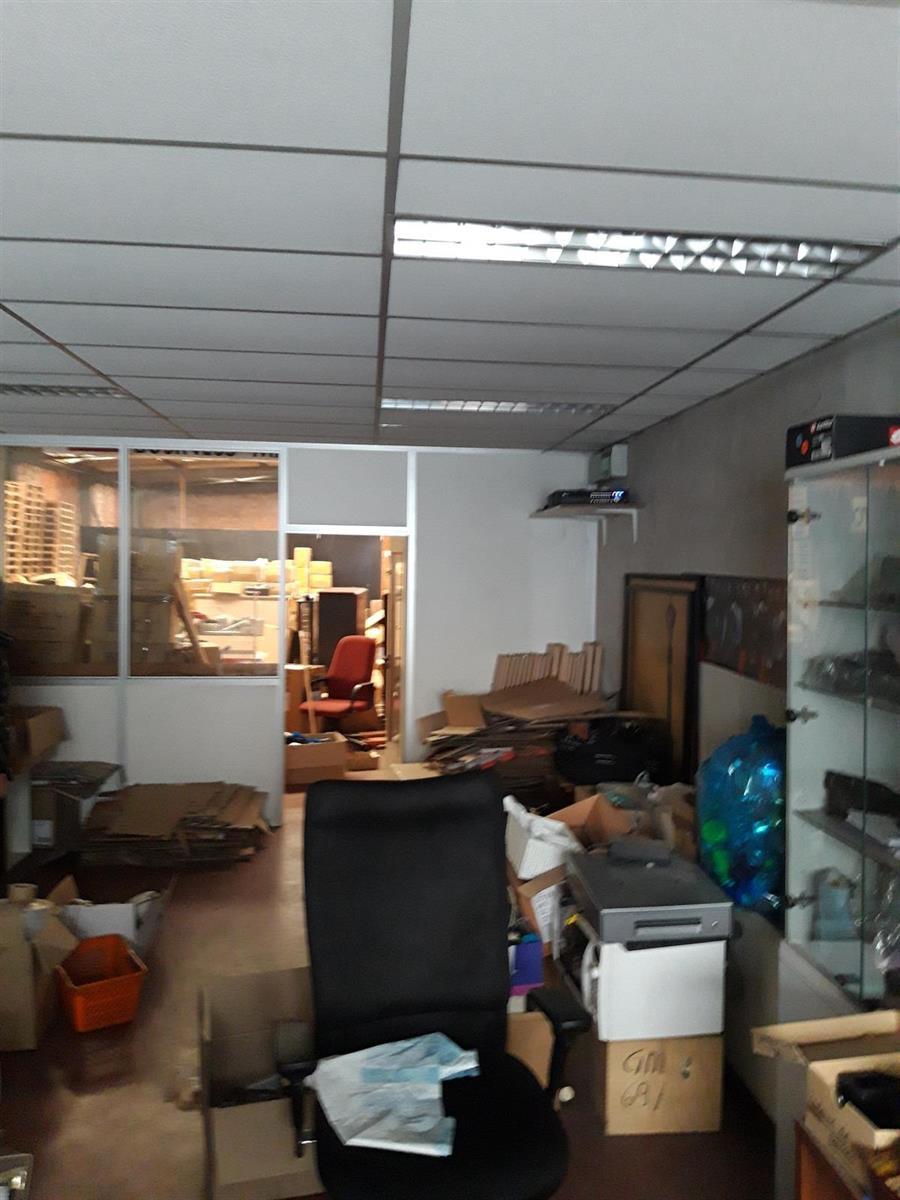 gebouw voor gemengd gebruik te koop Opslag met kantoorgebouw - Komiteitstraat , 2170 Antwerpen, België 7