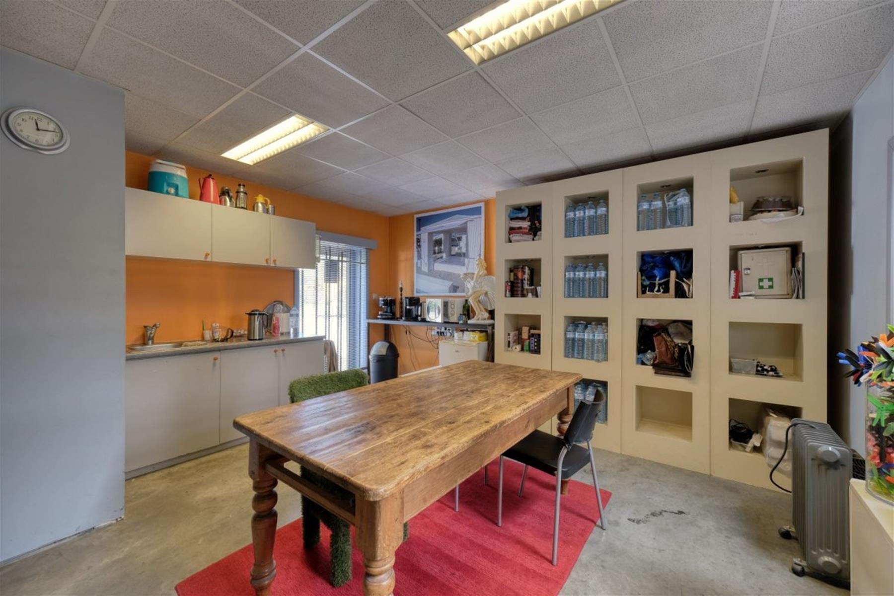 kantoren & magazijn te koop I123 - Magazijn met kantoorruimte - Centrum-Zuid 3203, 3530 Houthalen-Helchteren, België 5