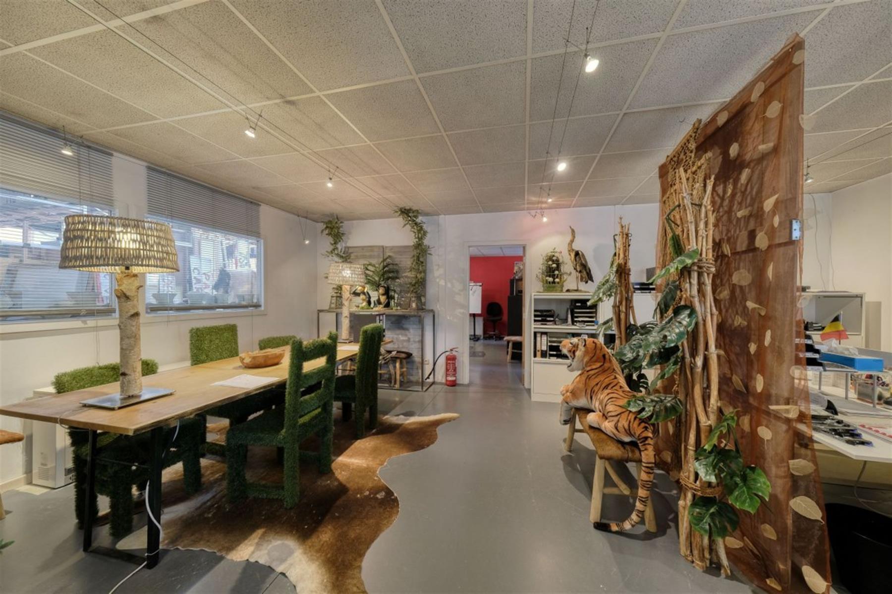 kantoren & magazijn te koop I123 - Magazijn met kantoorruimte - Centrum-Zuid 3203, 3530 Houthalen-Helchteren, België 2
