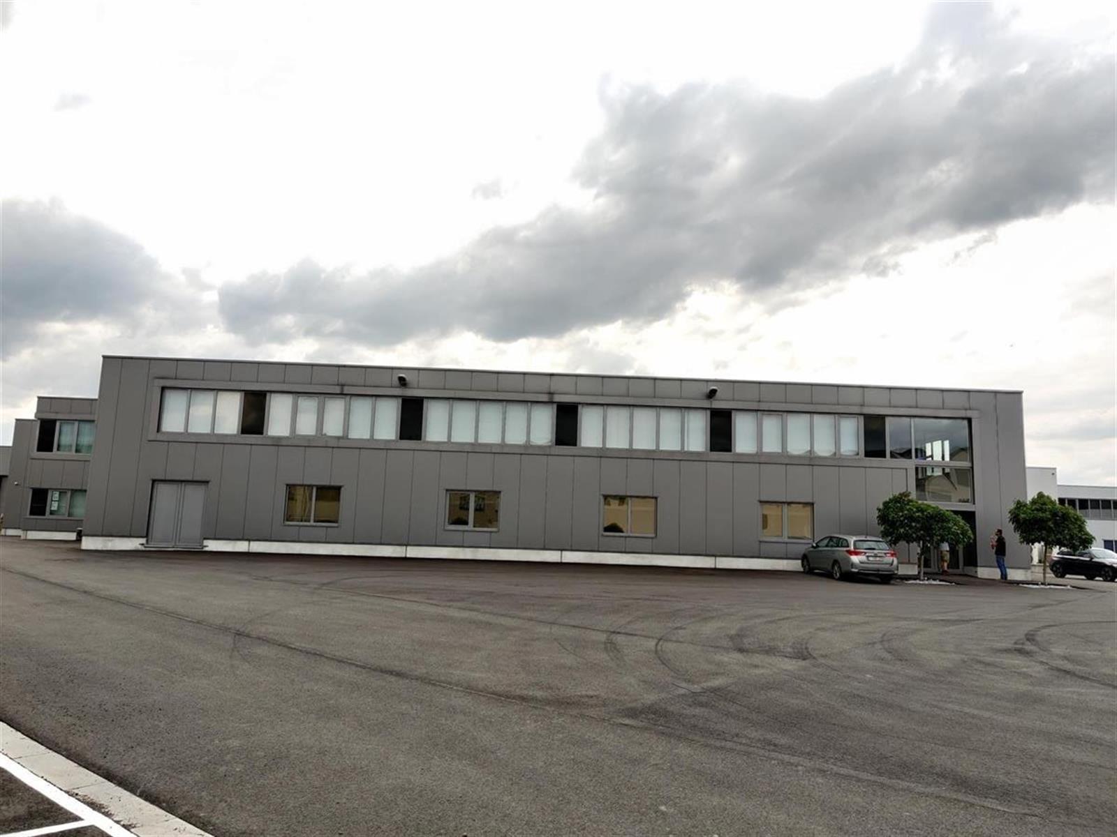 gebouw voor gemengd gebruik te huur I152 Magazijn met laadkades en kantoren Brownfieldlaan 15 002
