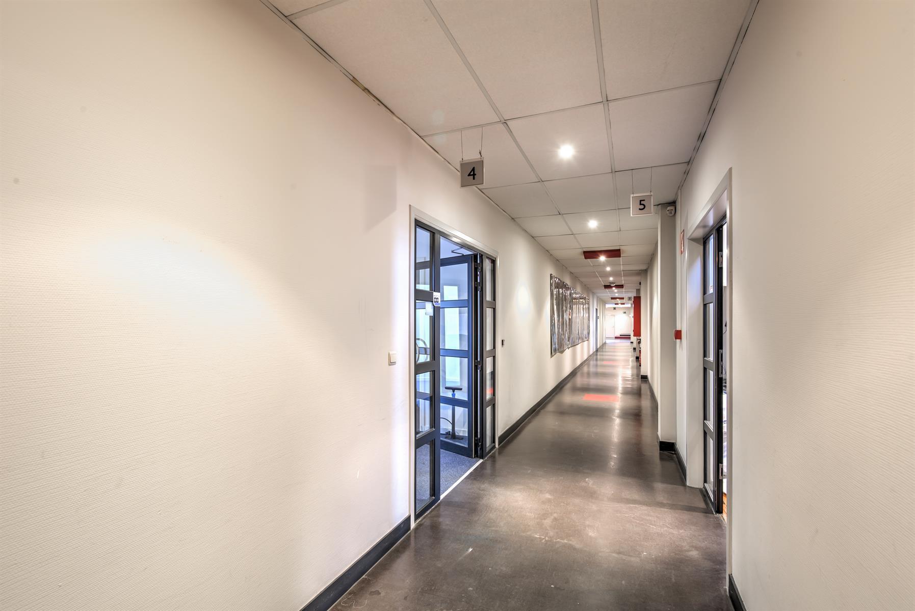 kantoren & magazijn te huur I124 - Bedrijfsgebouw Luchthavenlei 7